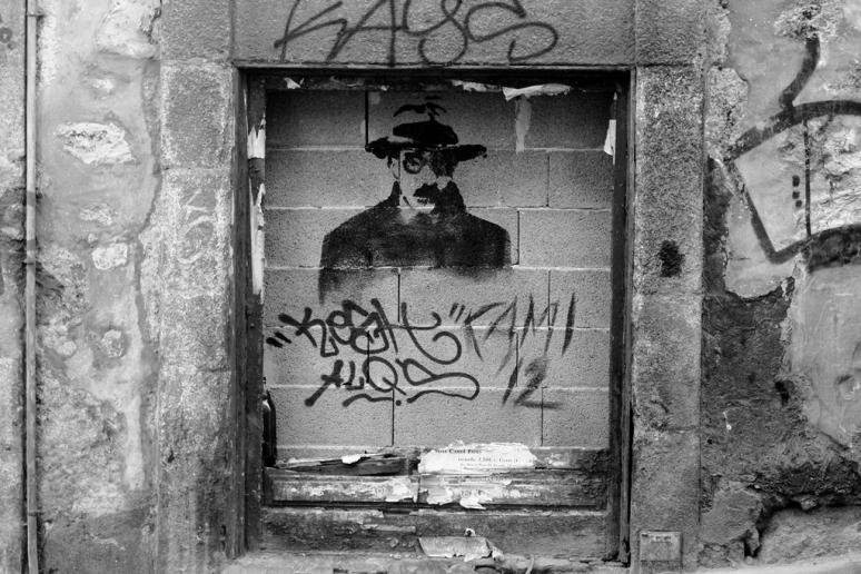 Pessoa Graffiti Porto